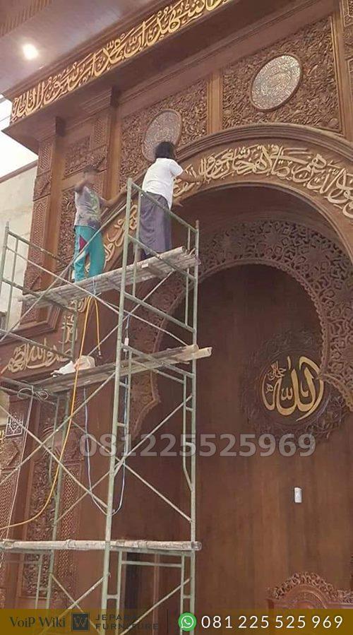 Mihrab Masjid Ukir Kaligrafi