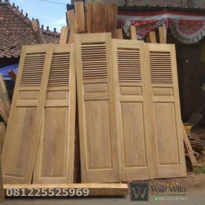 Pintu Garasi Minimalis Jati Model Krepyak Sliding