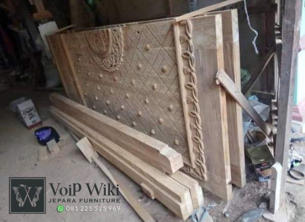 Gambar Pintu Nabawi Ukiran Langsung Pada Kayu Bukan Tempel